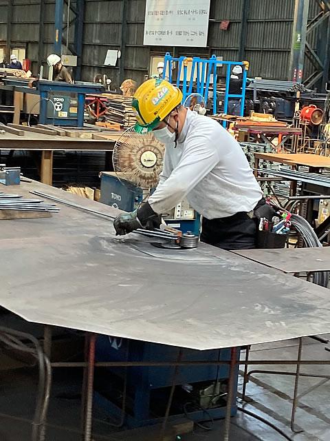 トーハンスチールの工場作業